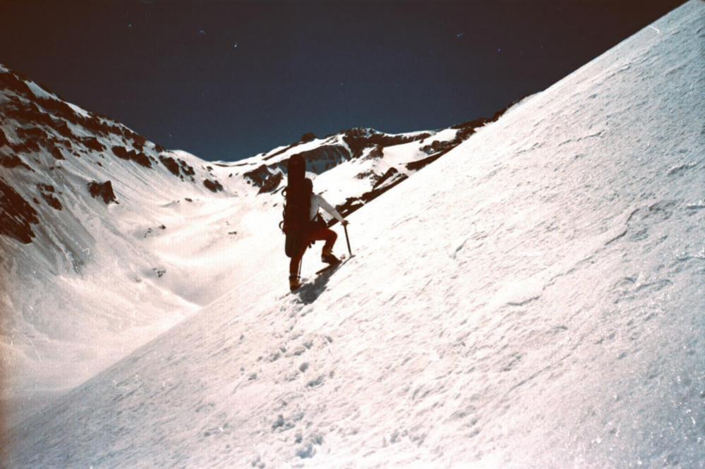 Montanhismo e descida snowboard nos Andes do sul