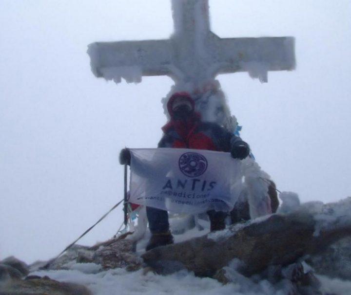 Cumbre en el Aneto (3.404 msnm) Pirineos de España